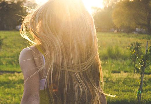 Conseils et astuces pour entretenir ses cheveux pendant l'été