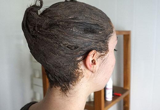 Comment appliquer un henné colorant sur les cheveux ?