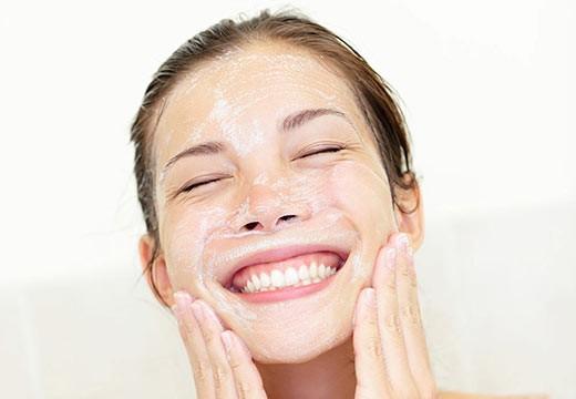 Nettoyer sa peau sans sulfate